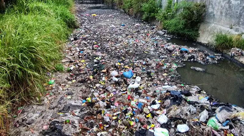 sampah-plastik-di-sungai
