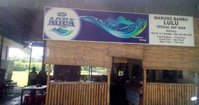 Makan Otak Ikan di Sup Kepala Ikan Warung Bambu Lulu di Sanur Bali