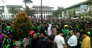 Giliran Ribuan Pengemudi Angkutan Online Berunjuk Rasa di Bandung