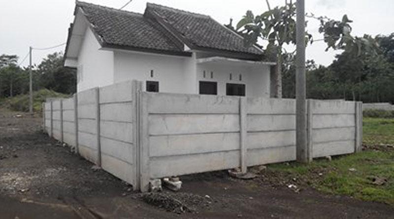 Rumah KPR BTN Dipagar Beton Keliling oleh Developer Baru