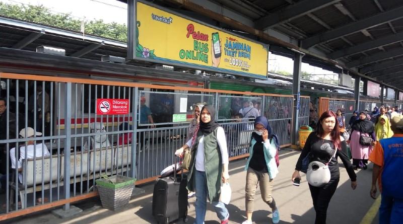 Keterbatasan Kereta Commuter Line Menyebabkan Penumpukan Penumpang