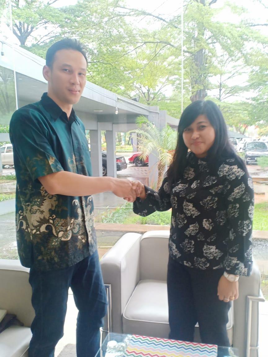Bpk Tan Lie Cia & Perwakilan manajemen Sentra Timur Residence